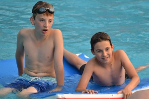 Pool Party 2018 - Max and Calum on mats